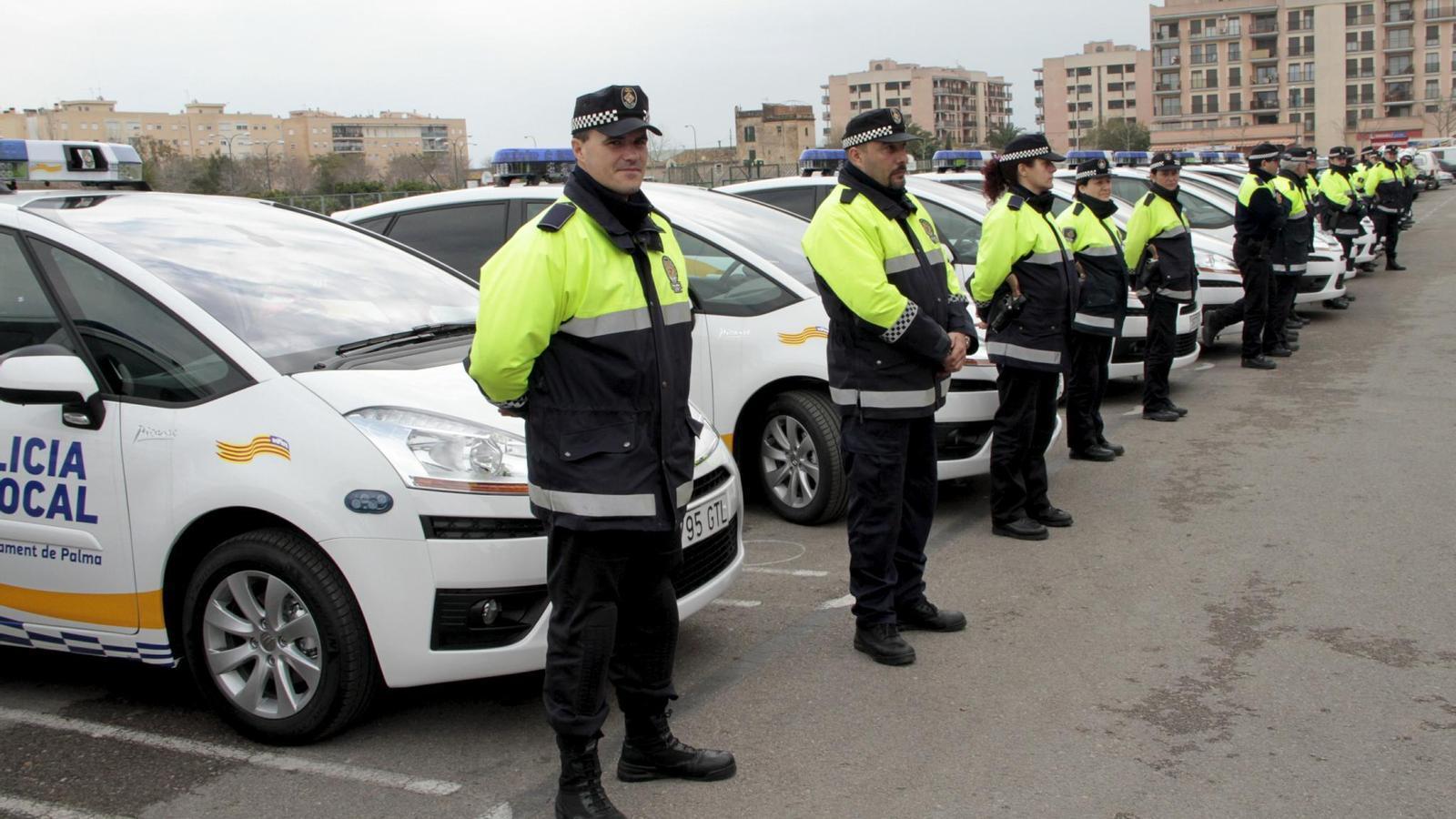 Prop de 500 persones presenten a les oposicions de Policia Local.