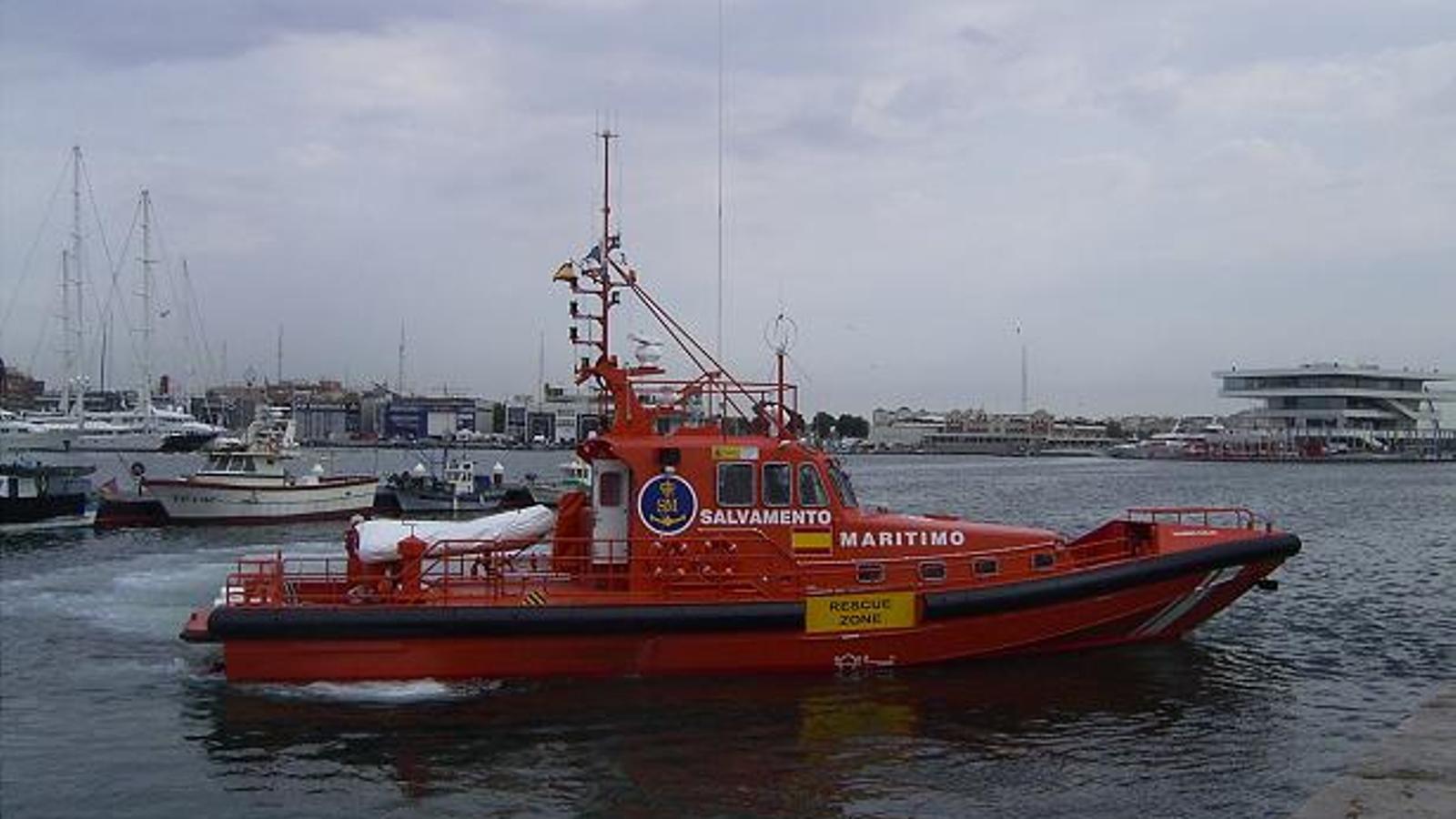 El vaixell 'Salvamar Alnilam' ha transportat el bussejador fins al port / CGT FeTyC