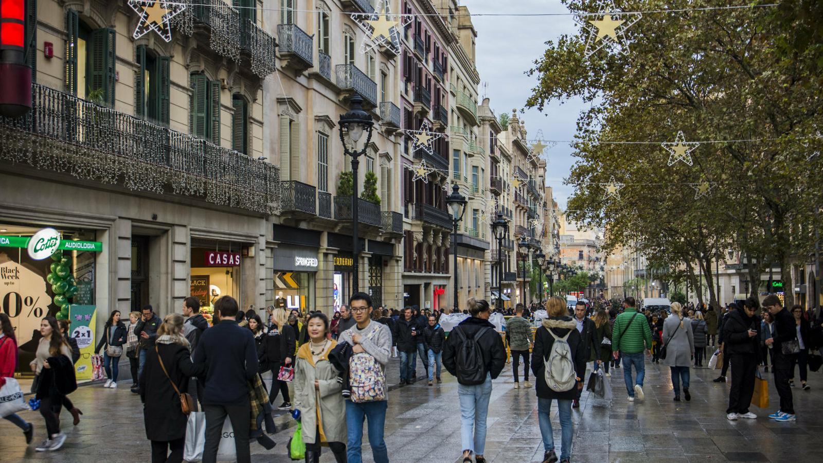 El Govern impulsarà la creació de zones comercials público-privades