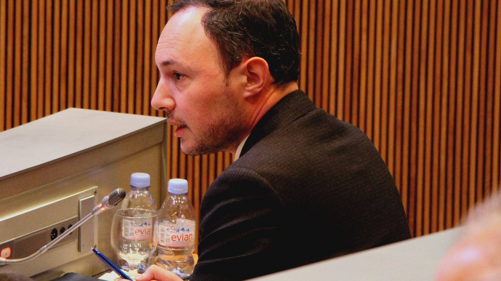El ministre d'Afers Socials, Justícia i Interior, Xavier Espot, en el transcurs de la sessió parlamentària d'aquest dijous. / M. R. F. (ANA)