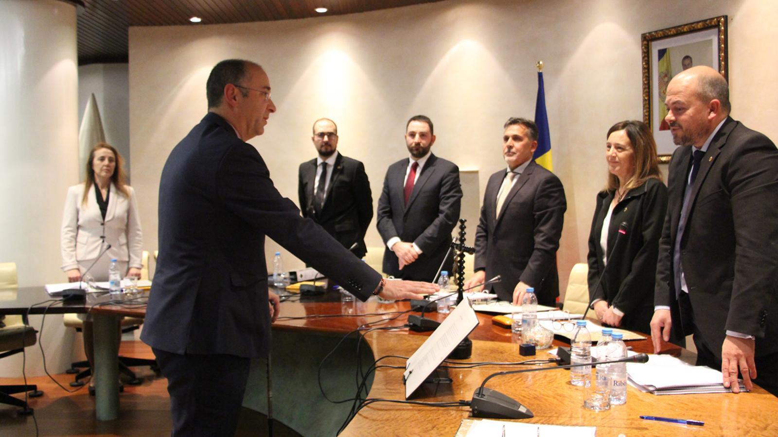 El secretari general del comú d'Encamp a partir del primer de gener, Xavier Palacios, ha pres jurament del càrrec aquest dijous. / E. J. M. (ANA)