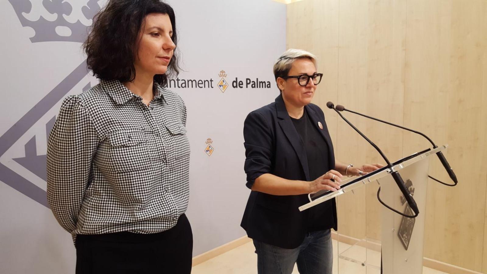 La regidora Sonia Vivas, i la psicòloga de la Fundació RANA, Beatriz Benaventa