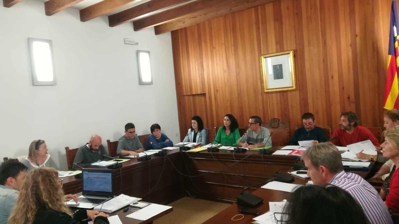 Darrera reunió del consistori en què s'aprova la liquidació del pressupost de l'any passat.