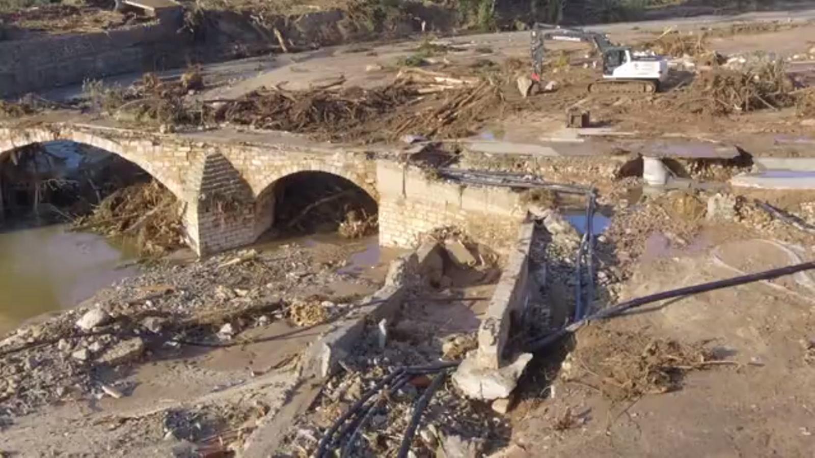 Imatges aèries a vista de dron obtingudes per l'ACN dels efectes de la riuada a la llera del Francolí a l'entorn del Pont Vell de Montblanc i al centre de l'Espluga de Francolí