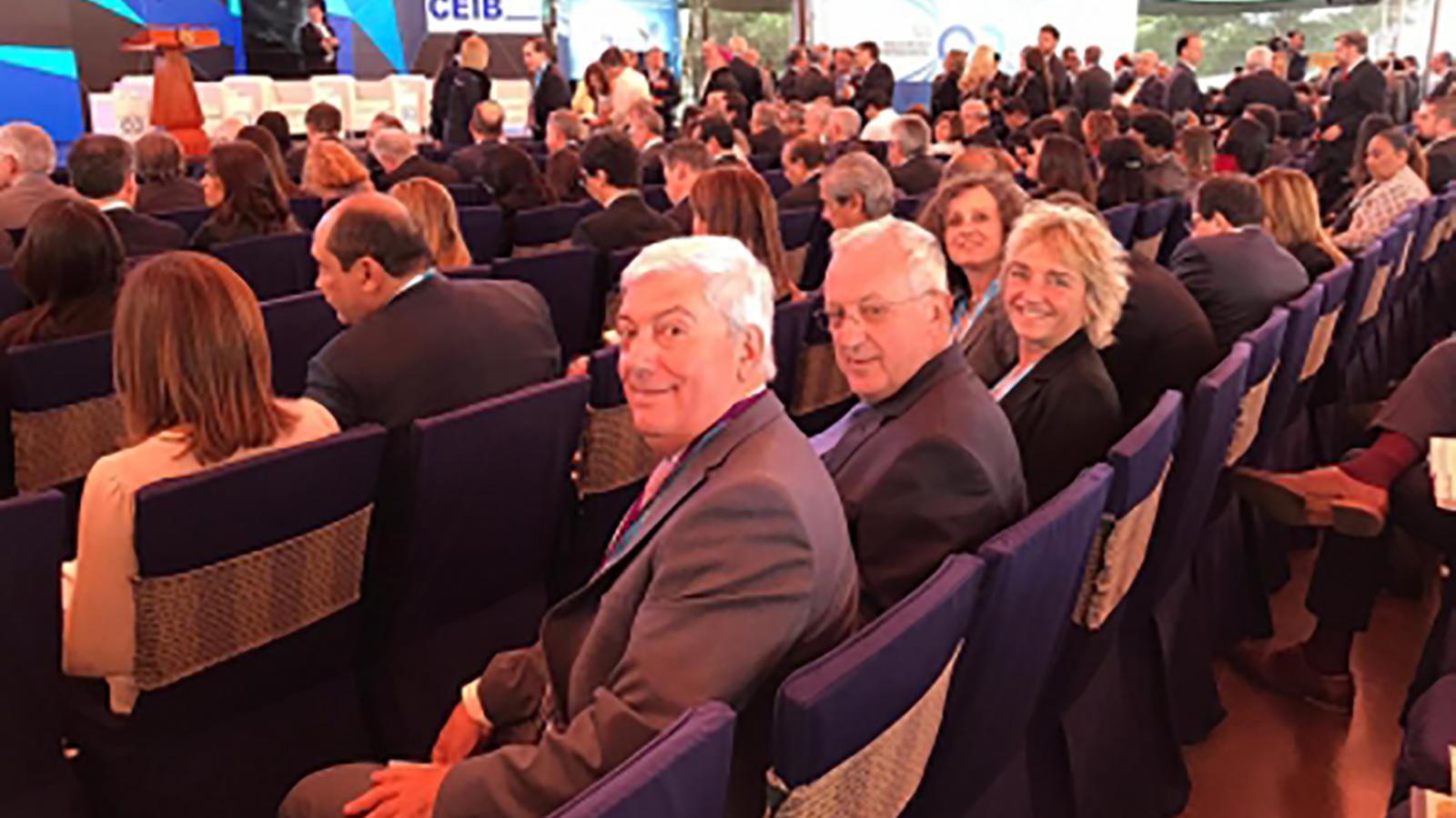 El president de la CEA, Gerard Cadena acompanyat del president de la Cambra de Comerç, Miquel Armengol. / ARXIU ANA