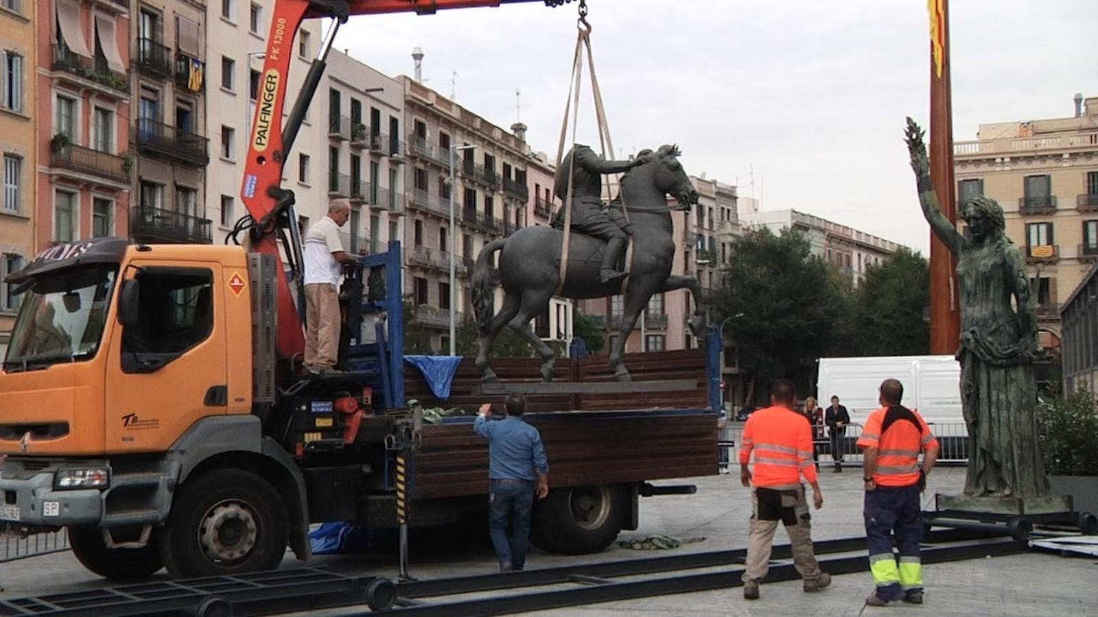 Així han arribat les estàtues franquistes al Born