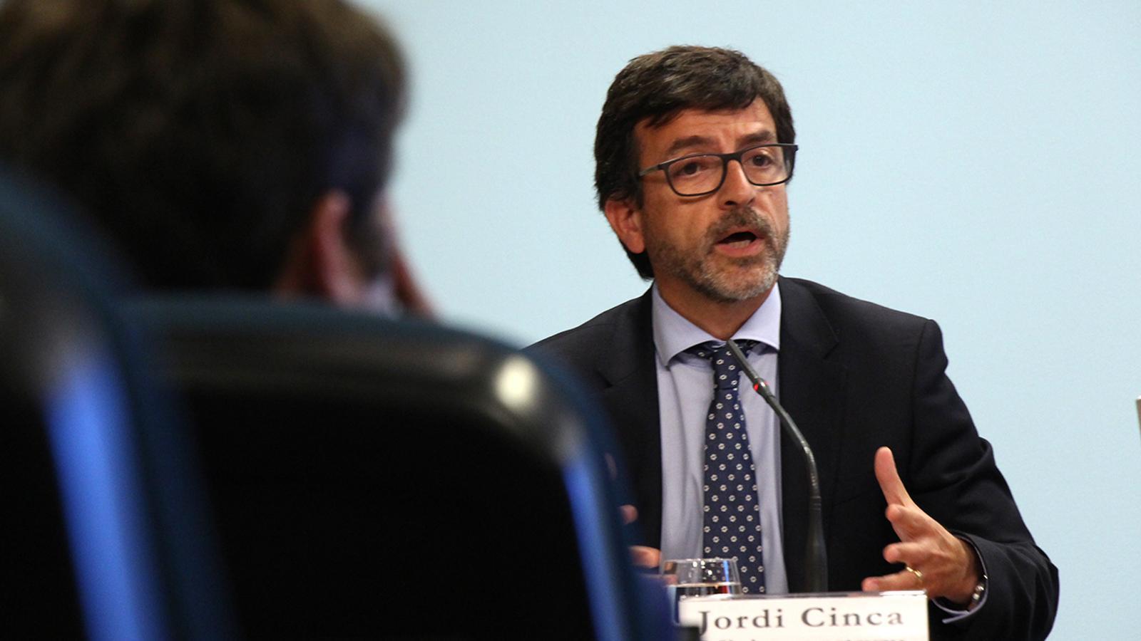 El ministre Jordi Cinca durant la roda de premsa d'aquest dimecres. / M. M.