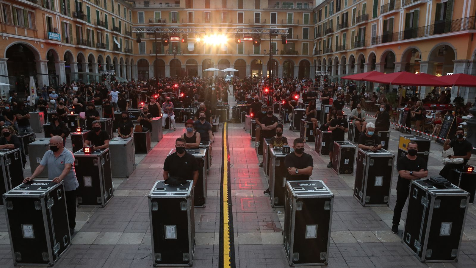 Artistes de les Illes es manifesten a la plaça Major