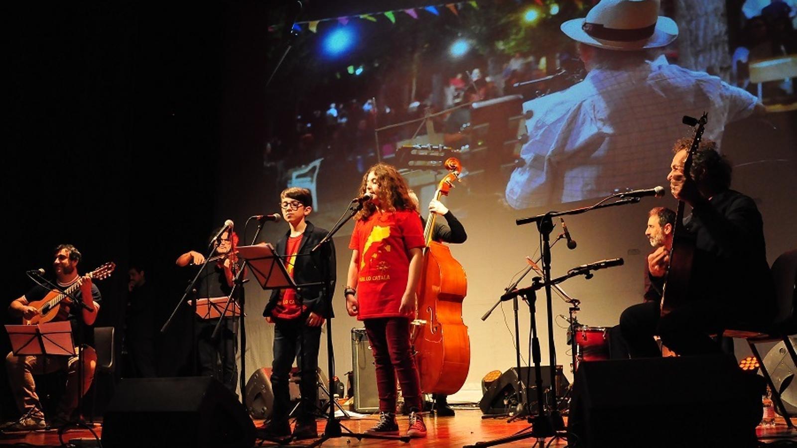 Un moment del concert 'Mans manetes' a l'Alguer