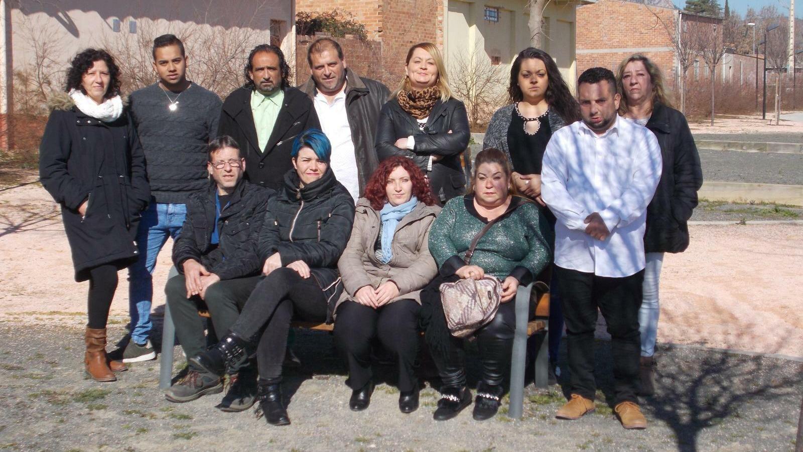 L'alcaldable de Vox a Alfarràs, el primer de la dreta, en la foto de la candidatura