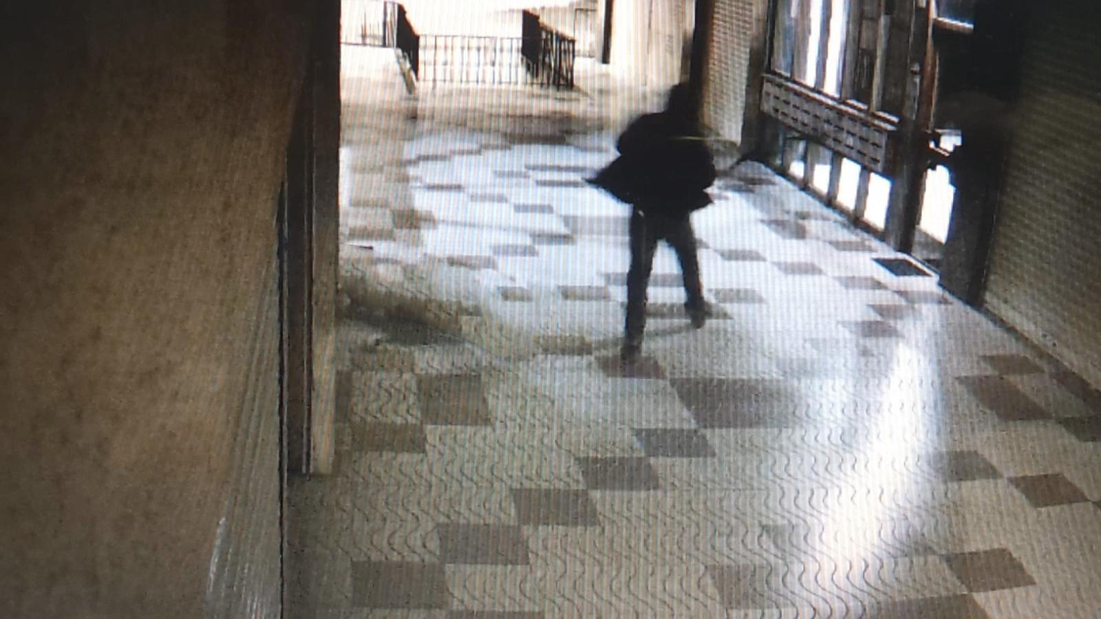 Imatge del detingut en un carrer de Girona