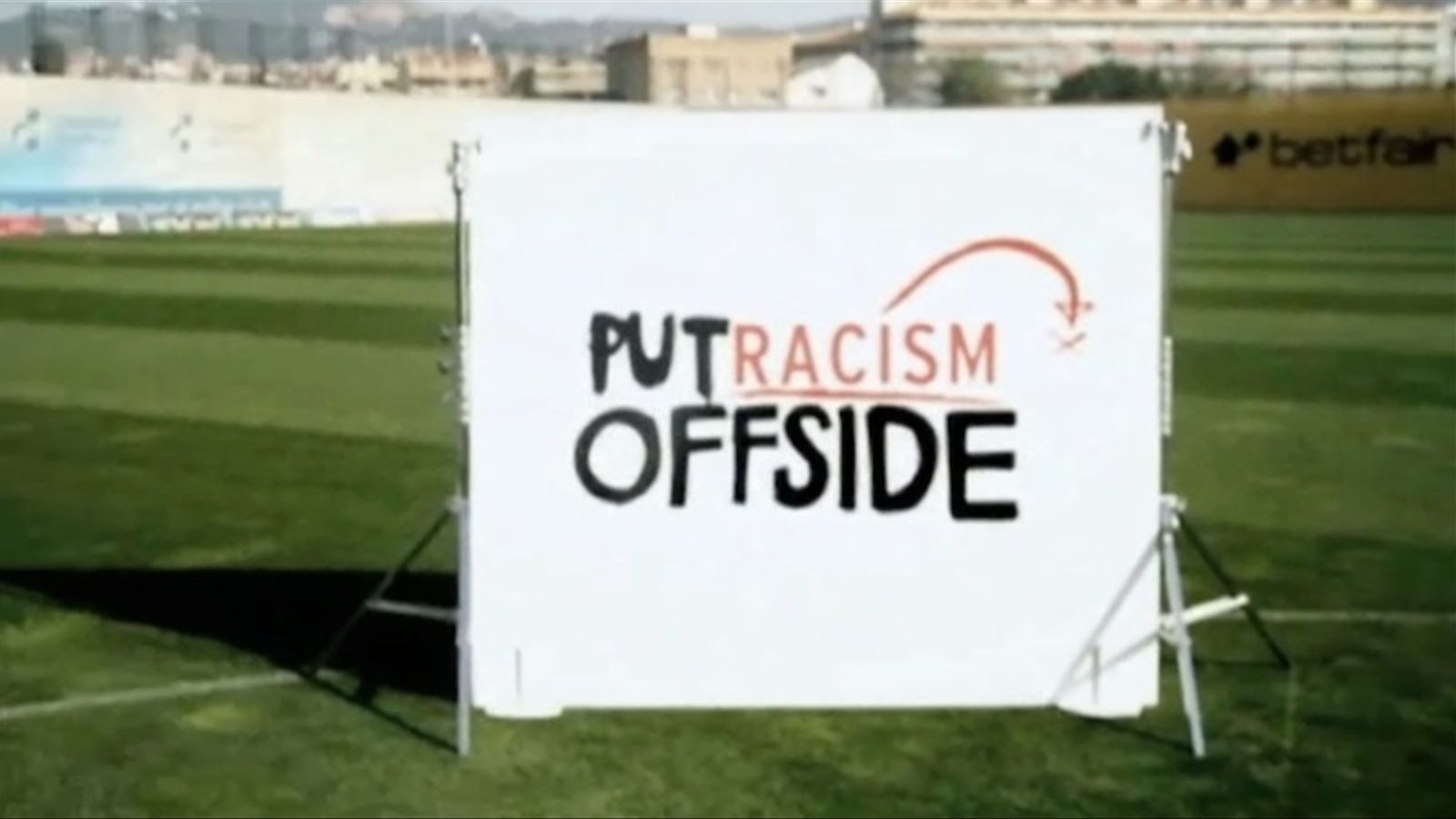 Messi, Keita i Piqué, contra el racisme
