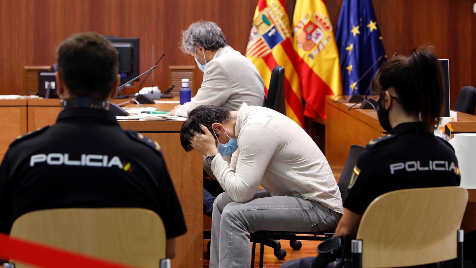 Rodrigo Lanza lamentant la condemna del jurat popular