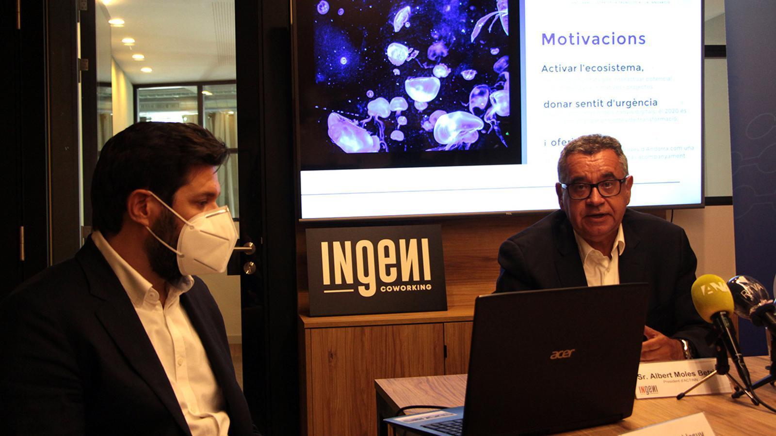 El president d'Actinn, Albert Moles, i el clúster manager d'Actinn, Ivan Mora, durant la presentació del premi. / M. F. (ANA)