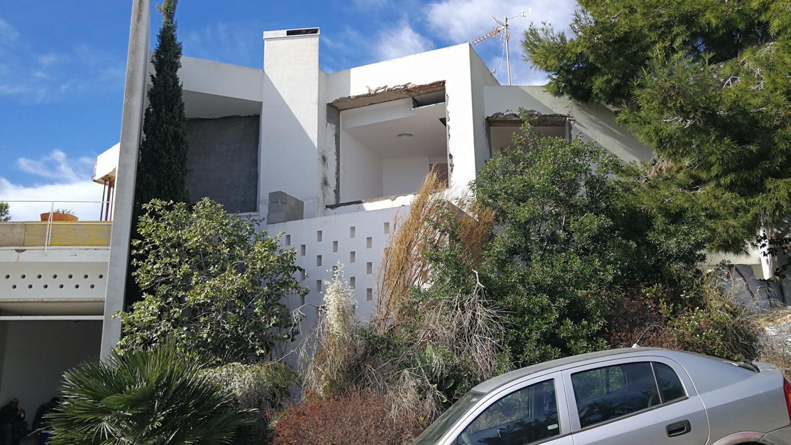 La casa Van der Driesche està ubicada en un carrer que dona a un penya-segat.