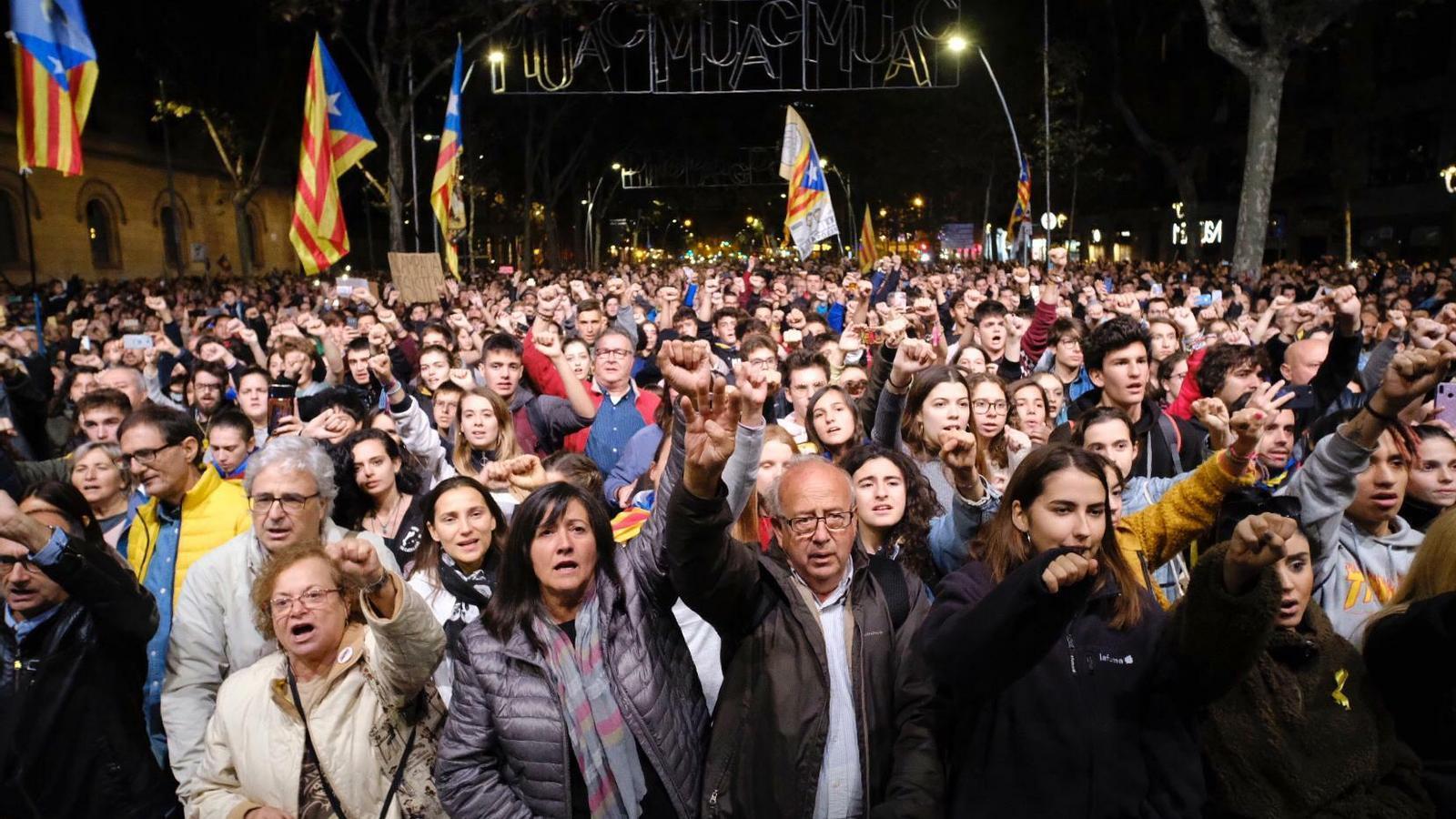 """7.000 persones es manifesten a Barcelona per reivindicar la desobediència: """"Tots som Tsunami"""""""