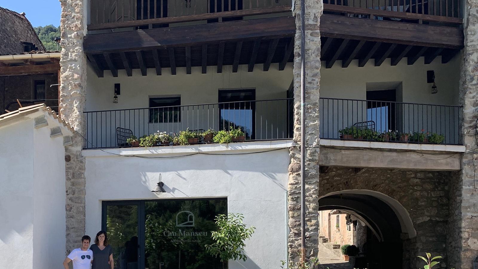 01. Can Manseu, a Sant Privat d'en Bas. 02. La Petjada, a Girona. 03. El bar Nimú de Celrà, abans carnisseria. 04. La llibreria l'Esborrany, a la Bisbal.