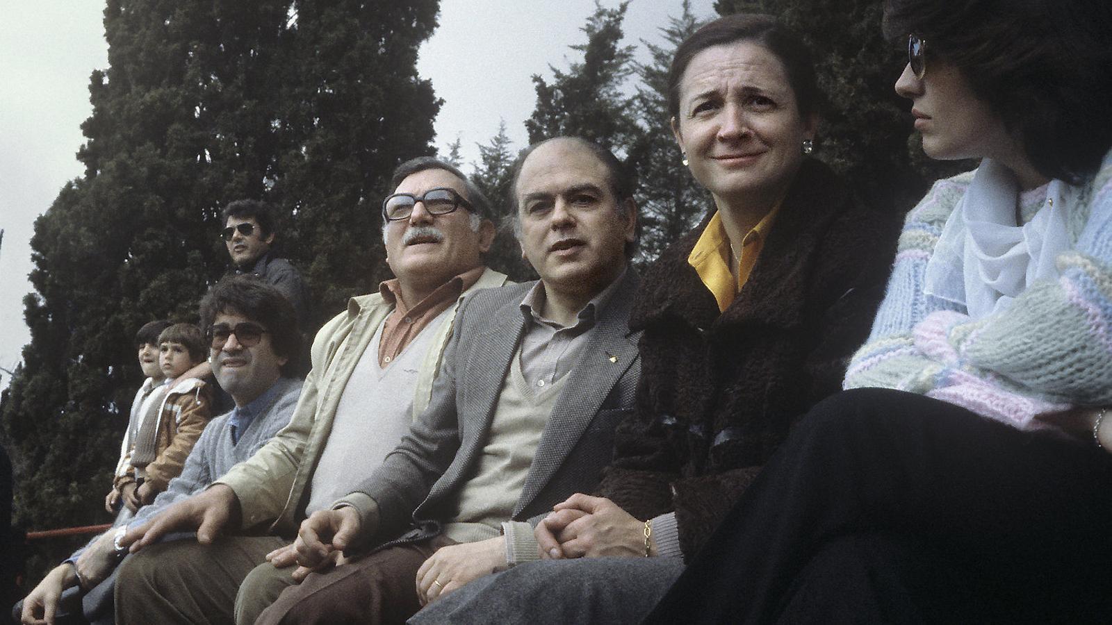 Jordi Pujol  i Marta Ferrusola veient un partit de rugbi a Premià de Dalt en què jugaven alguns dels seus fills l'any 1980.