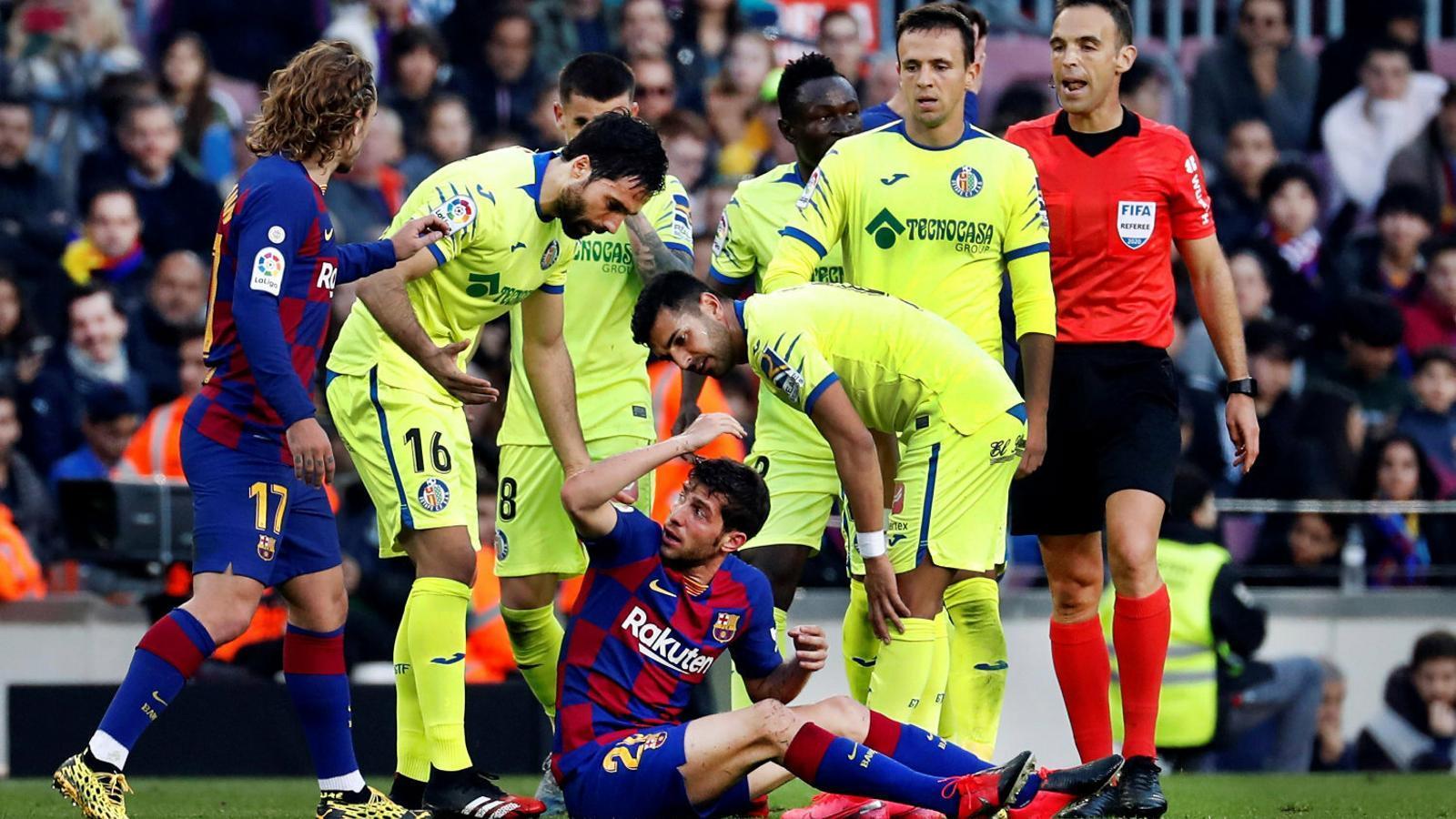 Sergi Roberto queixant-se d'una entrada rebuda en el partit de Lliga de la setmana passada contra el Getafe.
