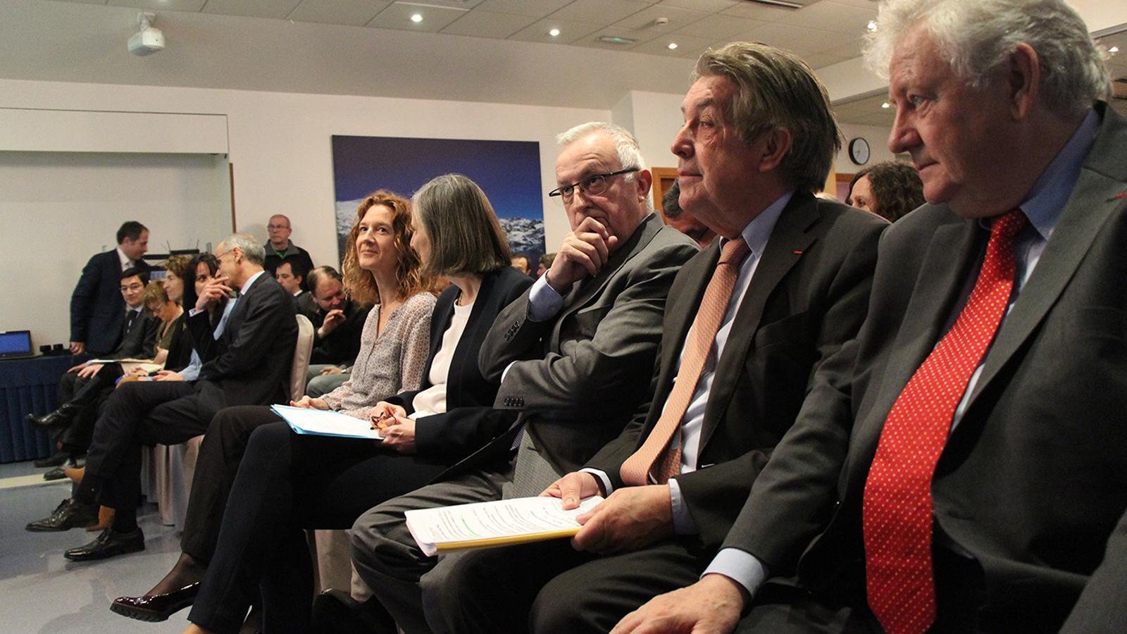 Les autoritats i els representants francesos i andorrans moments abans de l'inici de la Jornada d'intercanvis francoandorrana sobre el tema de l'energia. / M. F. (ANA)