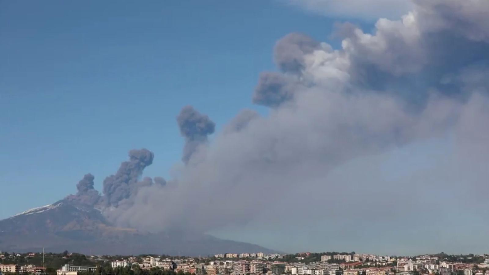 El volcà Etna entra en erupció