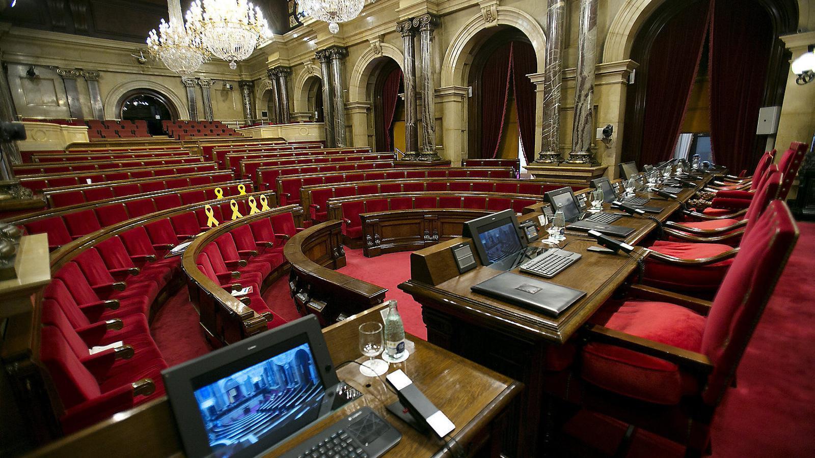 El ple del Parlament buit després que la mesa no assolís un acord sobre la suspensió dels diputats processats per rebel·lió.