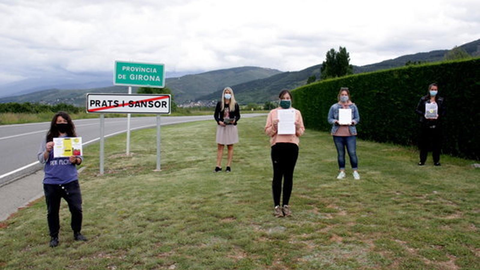 Docents de Cerdanya al límit provincial entre Lleida i Girona. / ACN