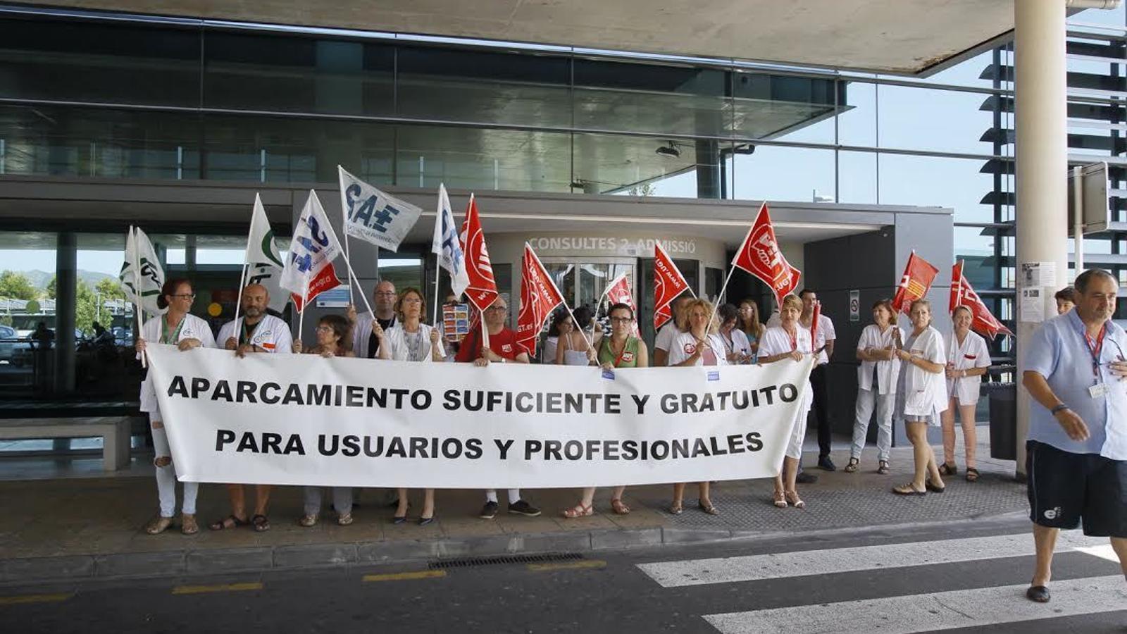 Una vintena de treballadors ha iniciat les protestes aquest dilluns.