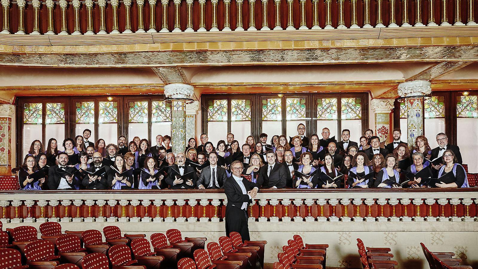 El director Simon Halsey i l'Orfeó Català al Palau de la Música.