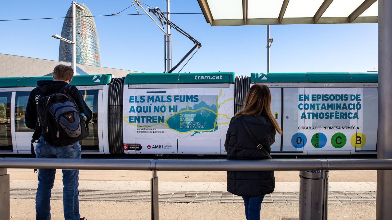 Barcelona tindrà 50.000 vehicles menys a partir del 2020 per frenar la contaminació