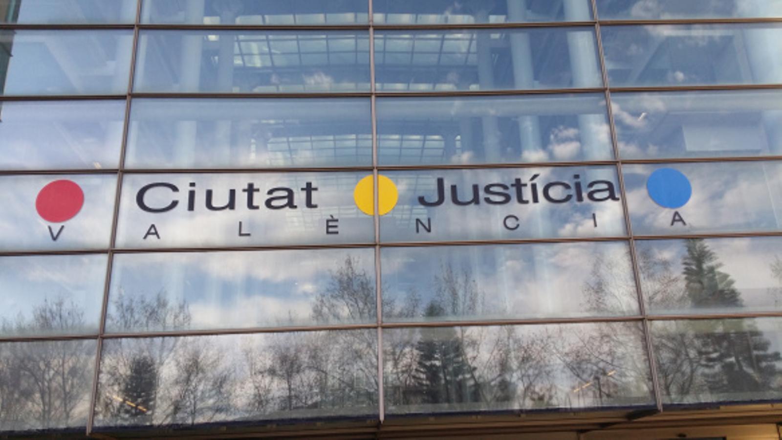 La denúncia que va originar el cas va ser remesa a l'Audiència Nacional per haver-se comès els presumptes abusos a Àustria.