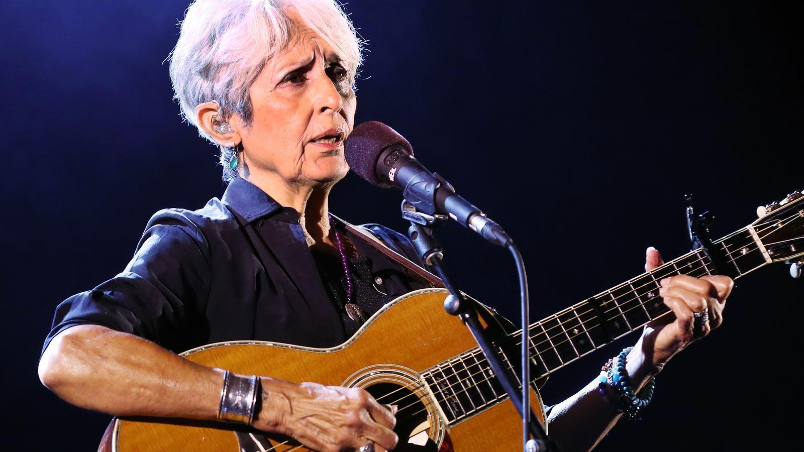 """Joan Baez dedica 'Viatge a Ítaca' de Lluís Llach als """"presos polítics"""""""