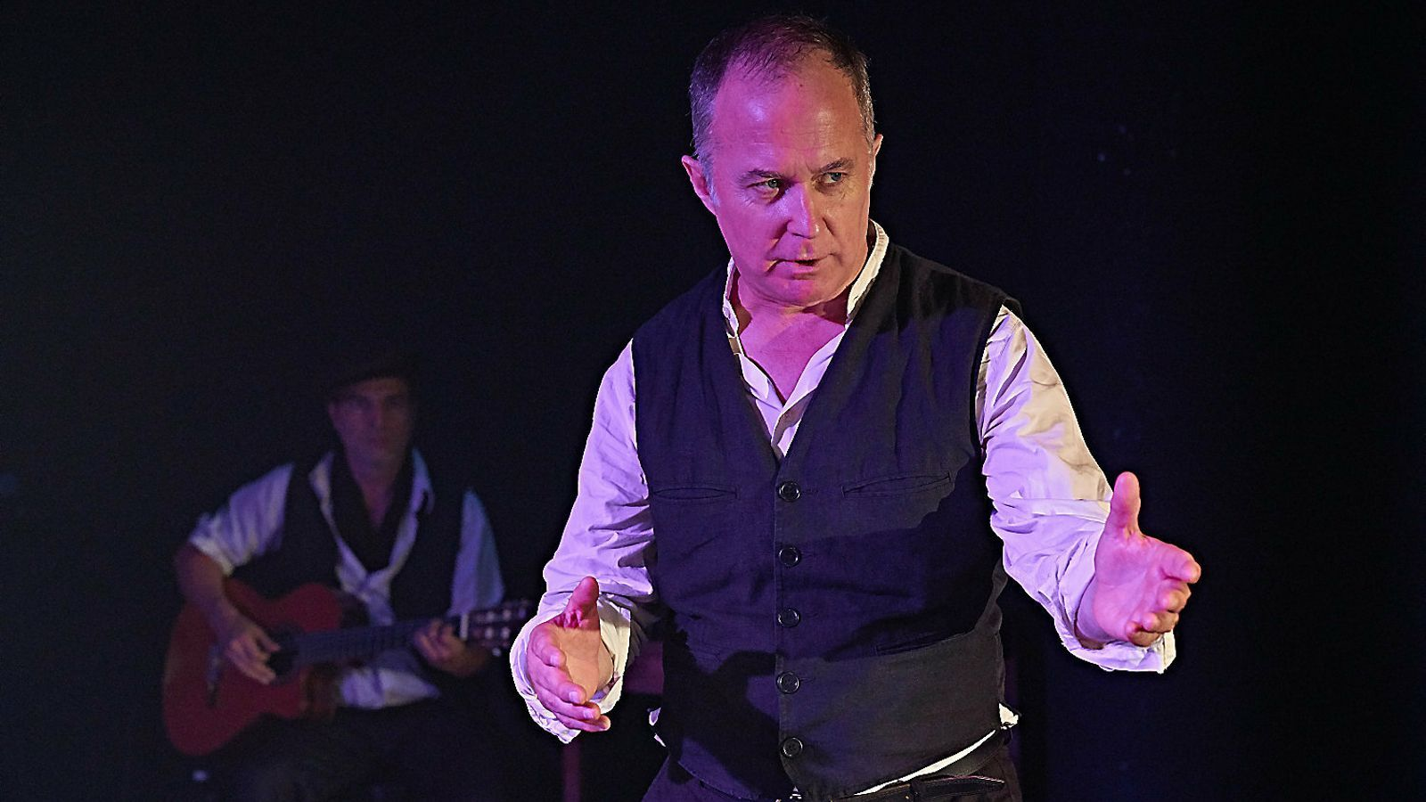 L'actor Luis Bermejo en una escena de l'obra Mundo obrero.