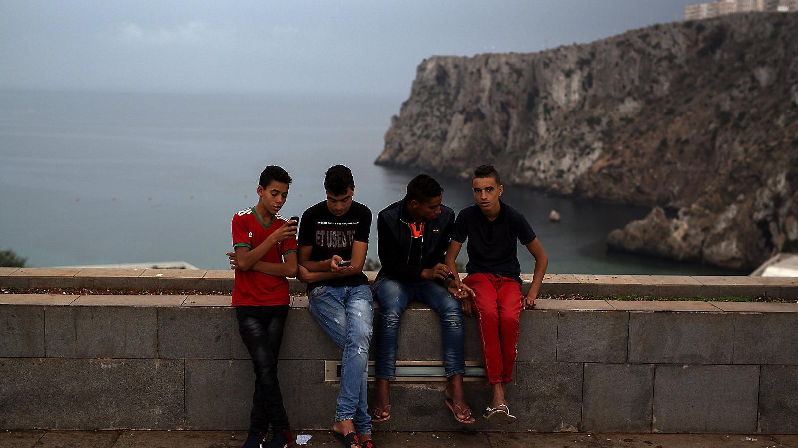 Reprimits pel Marroc, els rifenys fugen en pasteres