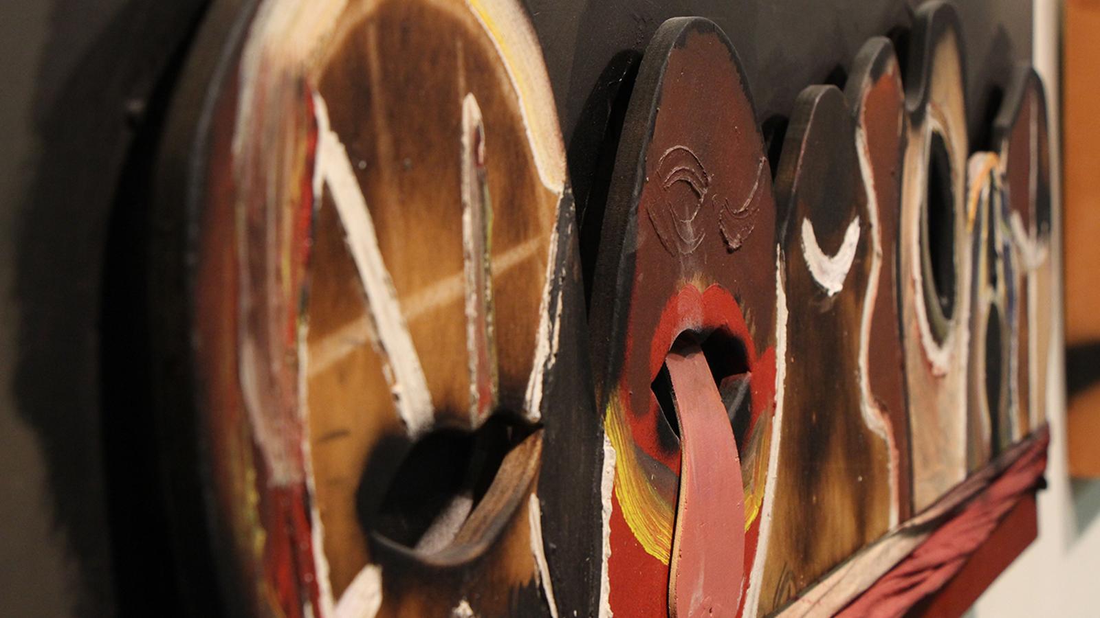 Una de les obres que es poden veure a la mostra sobre Guinovart que es pot veure a l'ambaixada d'Espanya a Andorra. / M. M. (ANA)