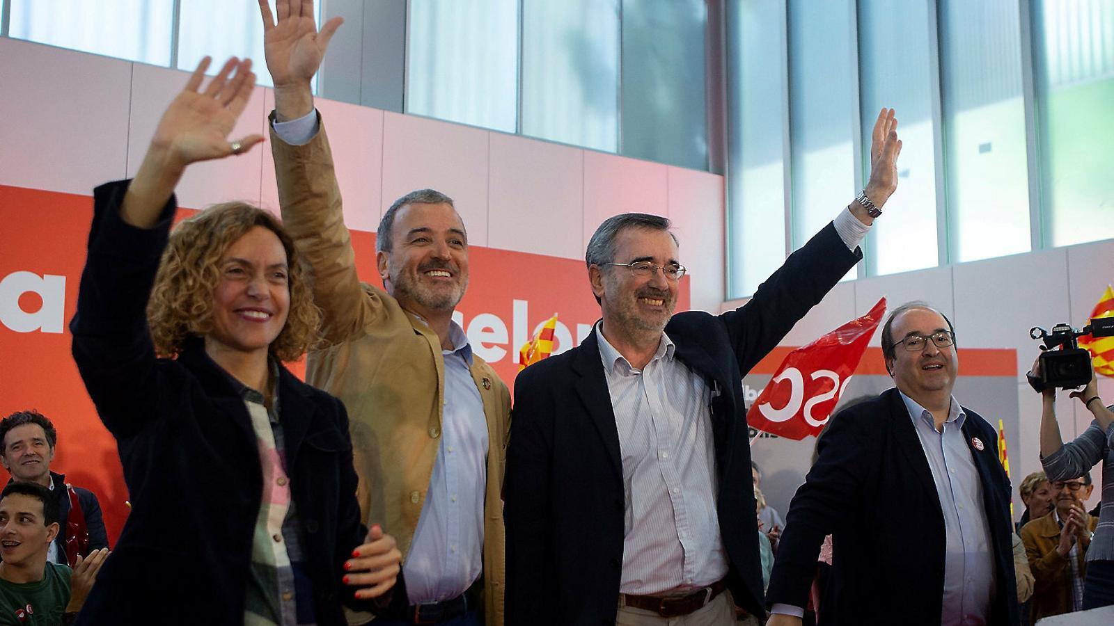 D'esquerra a dreta: la ministra en funcions Meritxell Batet; l'alcaldable del PSC a Barcelona, Jaume Collboni; el senador electe Manuel Cruz i el líder socialista, Miquel Iceta, ahir a La Marina.