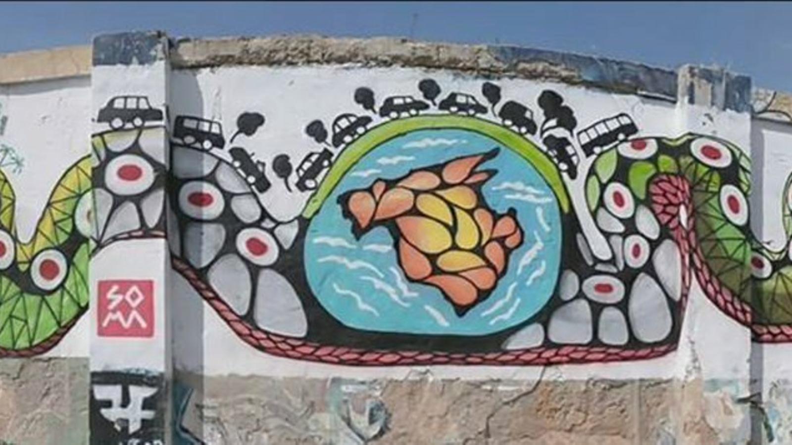 Mural 'El turisme engolint Mallorca'