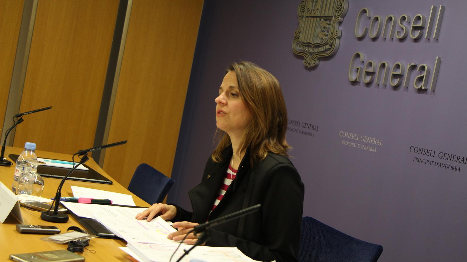 La consellera general del PS, Rosa Gili, durant la roda de premsa. / M. M.