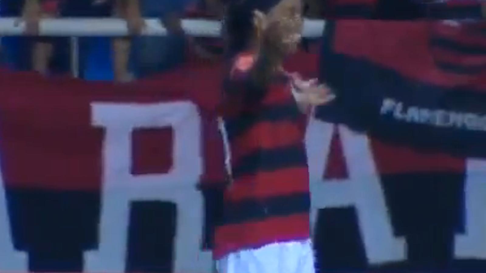 Ronaldinho marca contra l'equip on va debutar i és el máxim golejador al Brasil