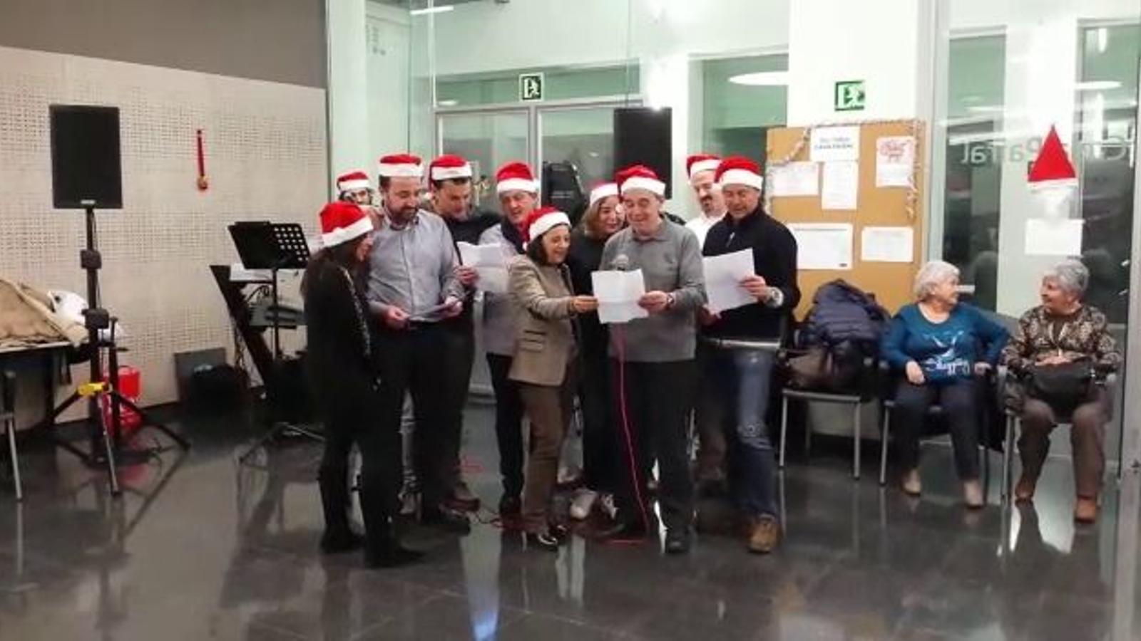 Cd'I + Liberals canten nadales versionades als padrins