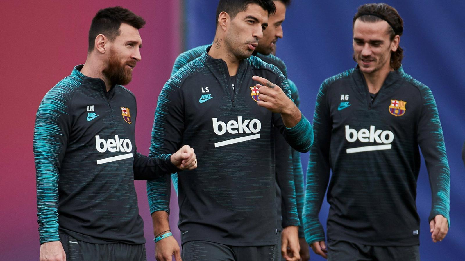 Leo Messi, Luis Suárez, Sergio Busquets i Antoine Griezmann en l'últim entrenament del Barça abans de viatjar cap a Praga.