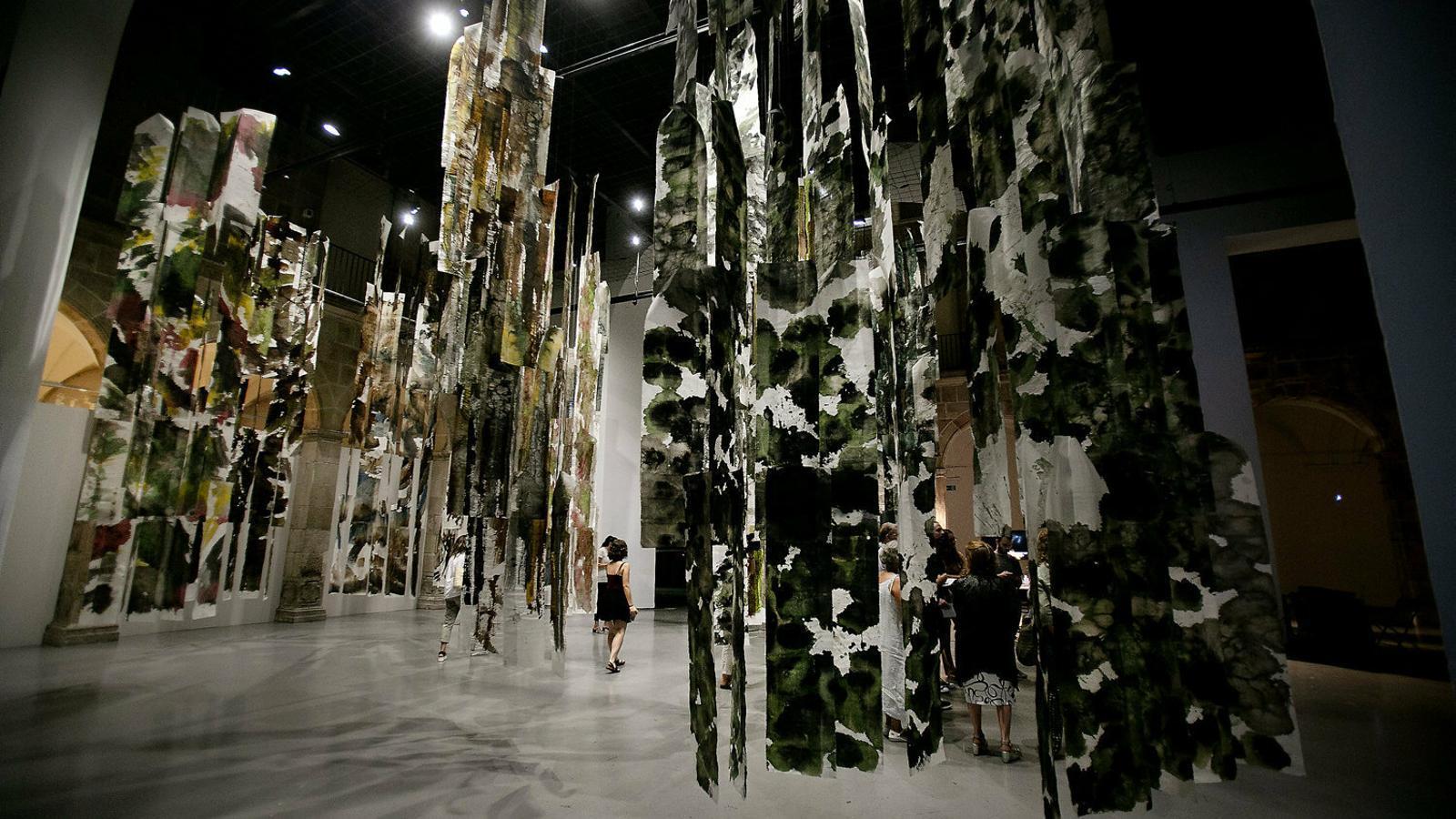 El bosc dels arquitectes d'Olot està fet amb paper artesanal.