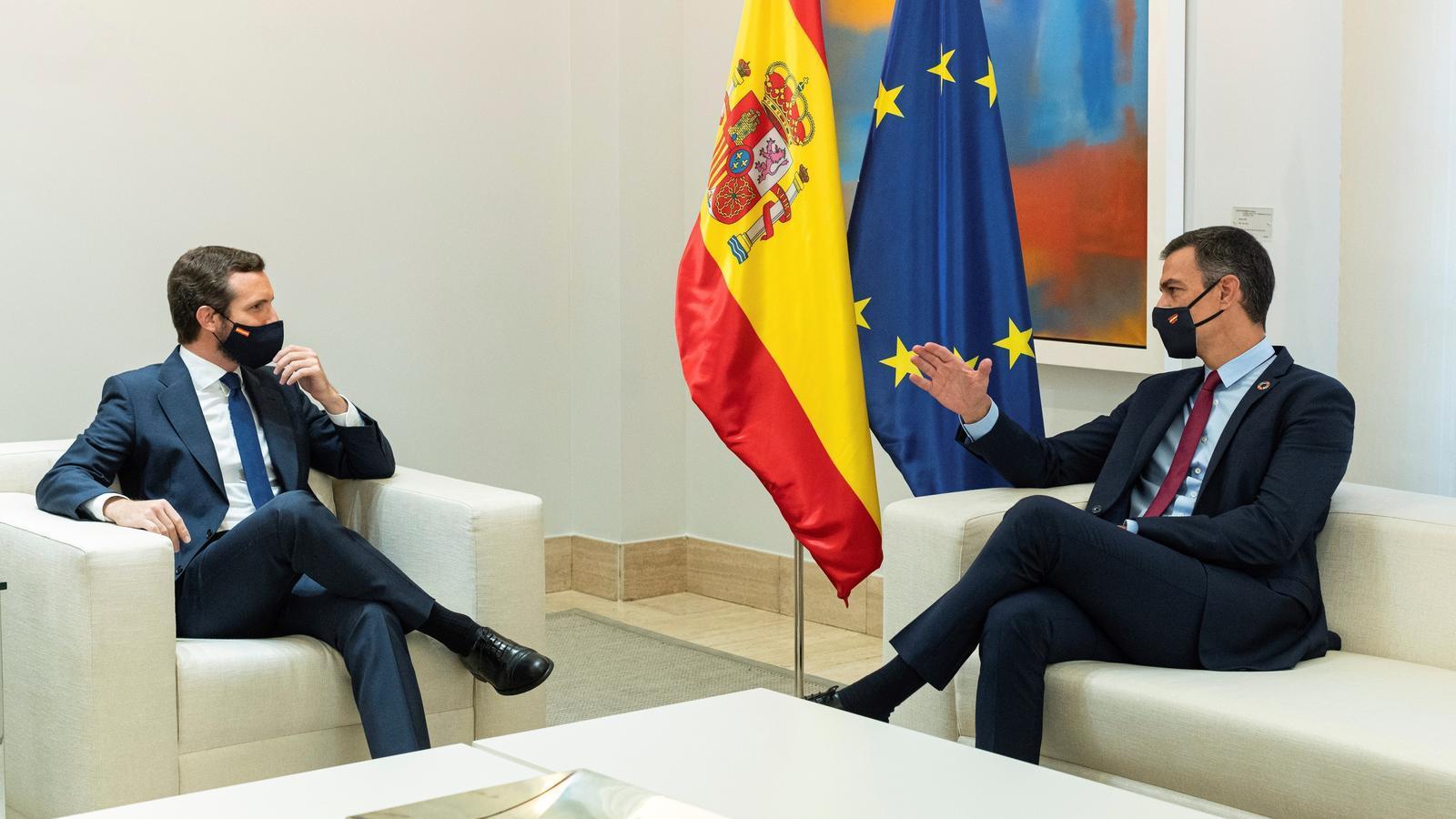 Pablo Casado i Pedro Sánchez reunits a la Moncloa per parlar dels pressupostos del 2021 i del desbloqueig d'òrgans institucionals.