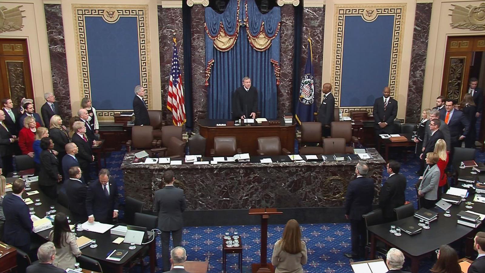 Sessió del 'impeachment' a Donald Trump presidida pel cap del Tribunal Suprem, John Roberts, al Senat.