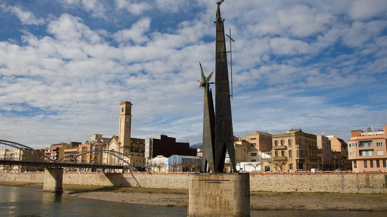 "Tortosa vota mantenir el monument franquista i ""reinterpretar-lo"""