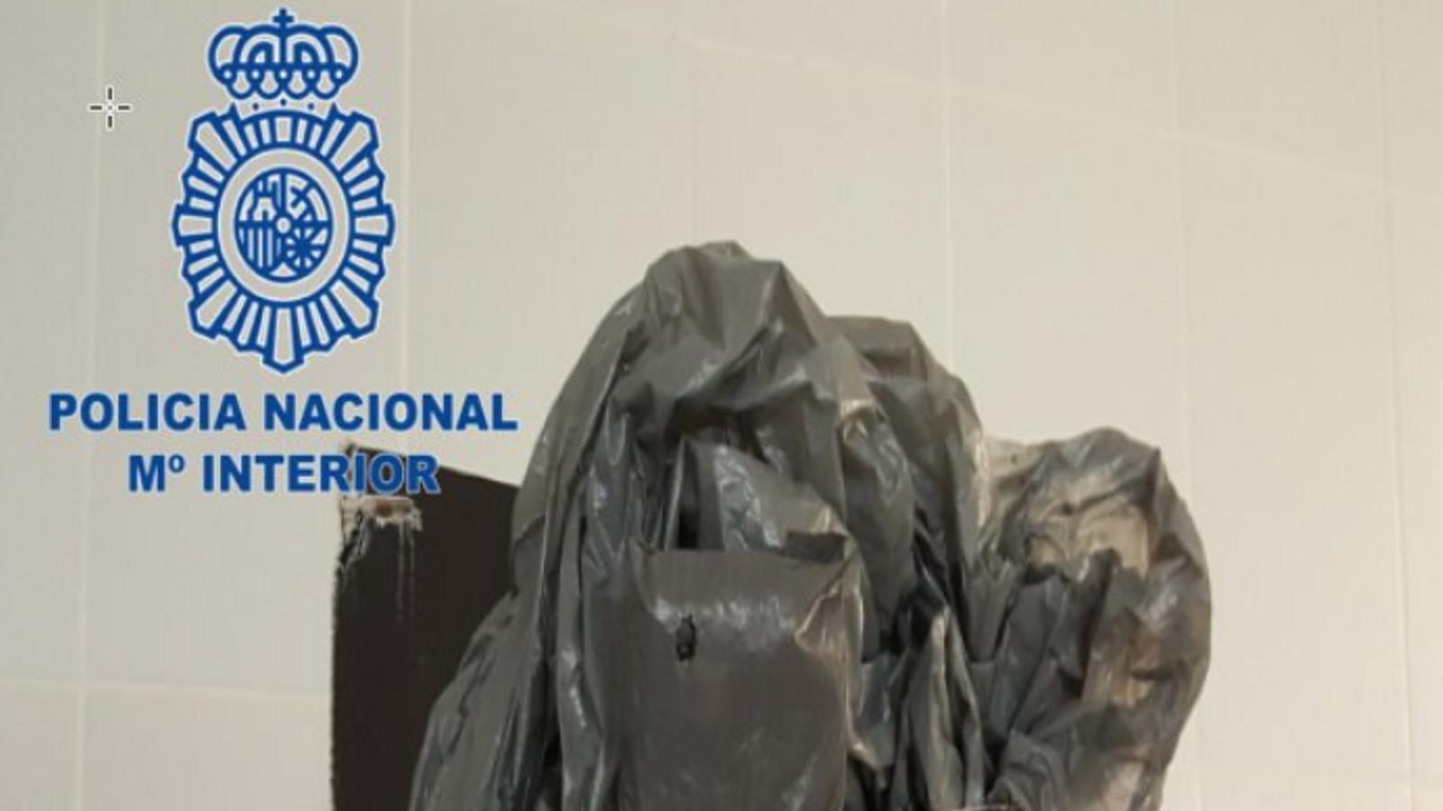 Un metge de l'hospital Mateo Orfila ocultava els mòbils als vestuaris amb els quals gravava les dones