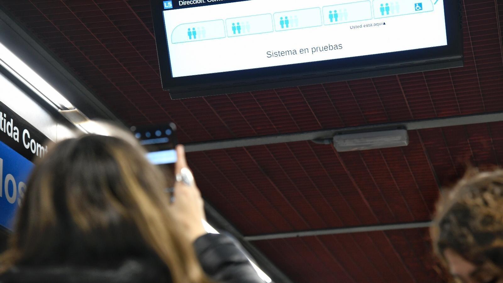 La pantalla que informa com de buits van els vagons, aquest migdia.