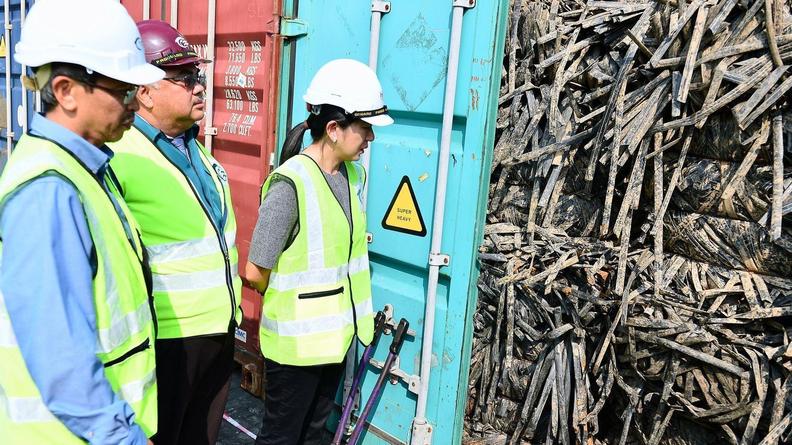 Malasia acusa a España de enviarle toneladas de residuos plásticos ilegales
