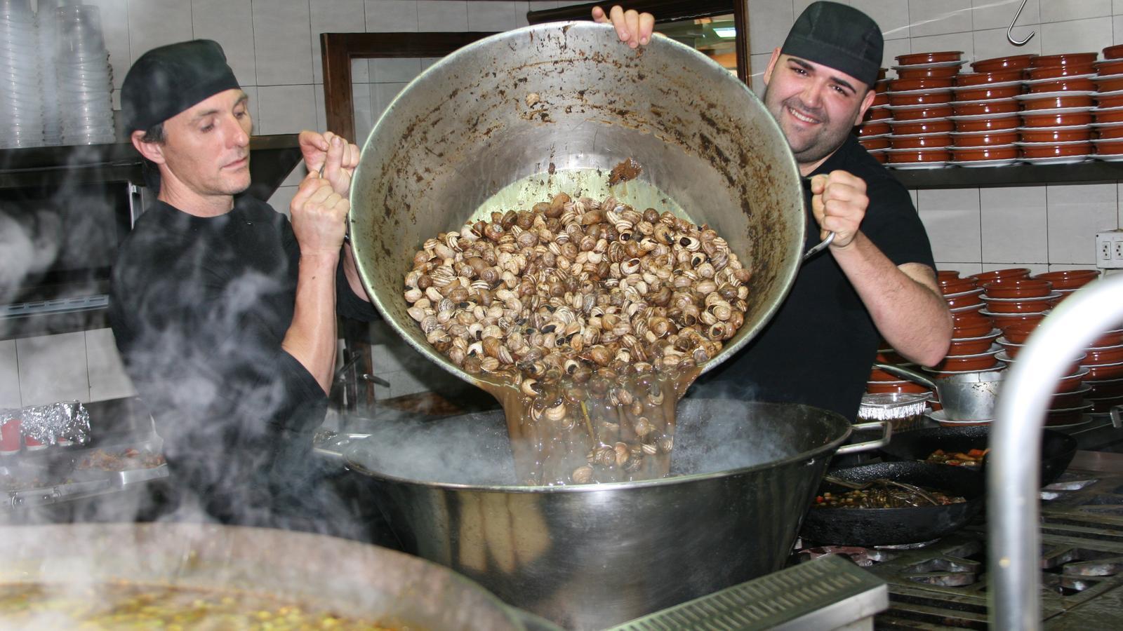 El calderons de caragols són l'estampa culinària del dia de Sant Marc.