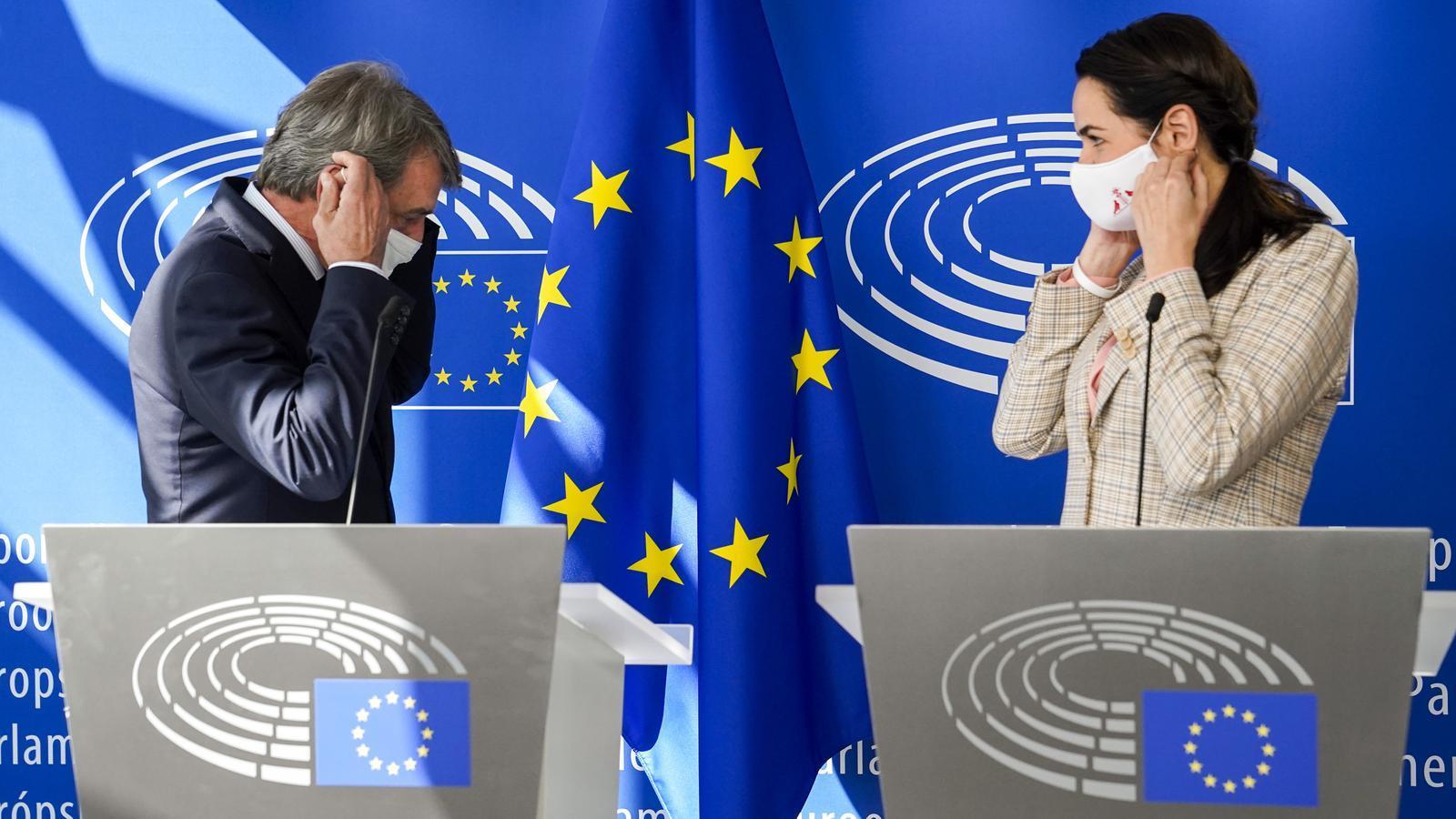 La líder opositora de Bielorússia, Svetlana Tikhanóvskaia,  amb el president del Parlament Europeu, David Sassoli. / Parlament Europeu